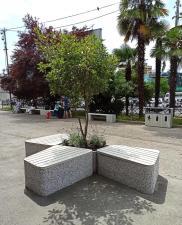 Комплекс бетонных скамеек серии Uniun с вазонами